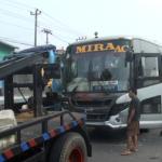 Bus Mira Menabrak Pengendara Sepeda Motor di kilo meter 8.5